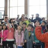 春のくろワン出発式:子どもたちの合唱(2013年3月31日)
