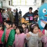 春のくろワン出発式:ウォー太郎も一緒に楽しそう(2013年3月31日)